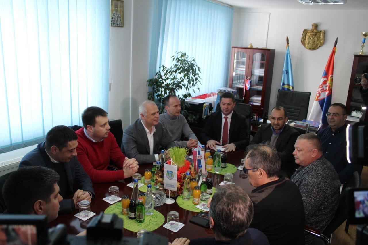 Vesić: Više pažnje ćemo posvetiti srpskim sredinama na KiM
