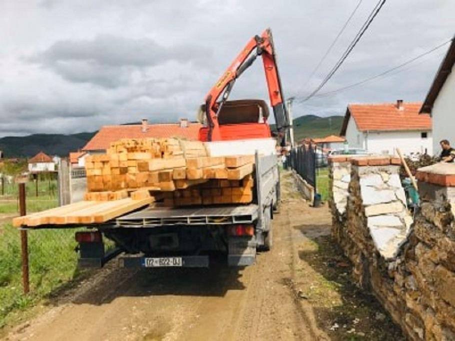 Stigla prva isporuka materijala za obnovu kuće Đorića u Gračanici