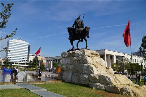 Incident u Tirani: Srbi napustili skup zbog drskog gesta Prištine