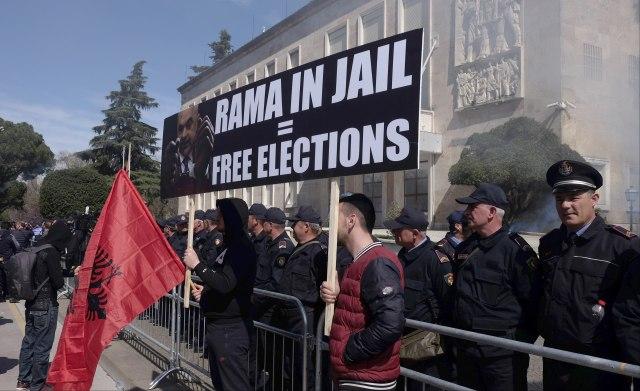 EU, SAD i OEBS pozivaju albansku opoziciju na mirne proteste