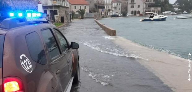 Kotor pod vodom, zatvorene ulice i šetalište u Tivtu