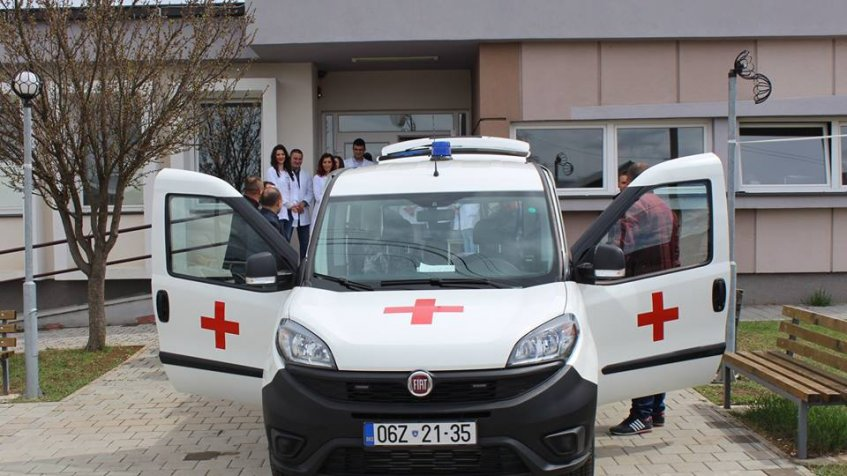 Opština Ranilug donirala sanitetsko vozilo ambulanti