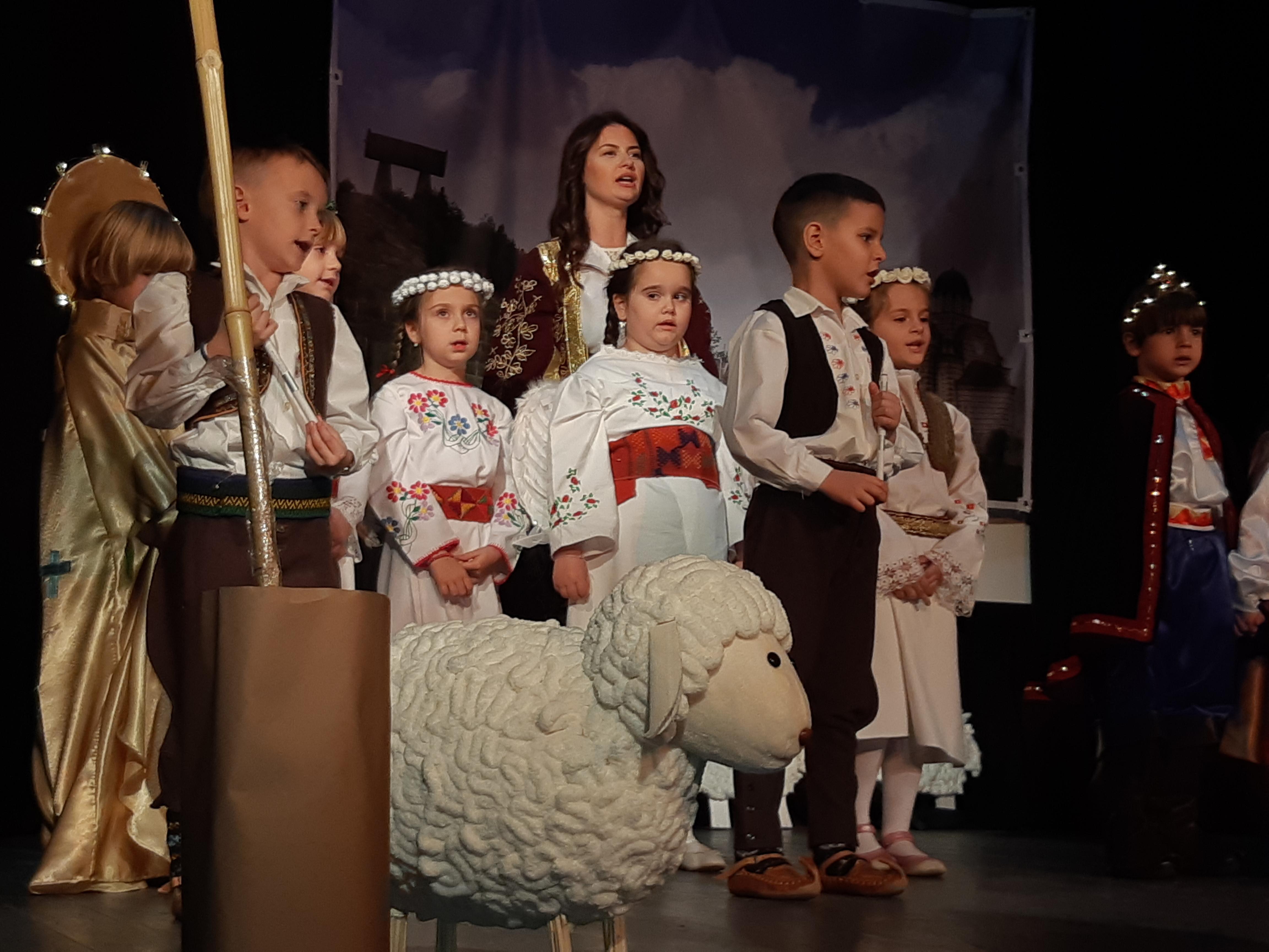 Mitrovački predškolci pobedili na festivalu scenskih minijatura