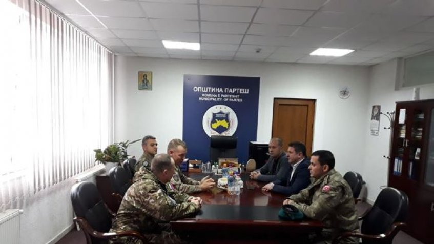 Gradonačelnik Parteša sa zamenikom komandanta KFOR-a Loranom Mišaudom