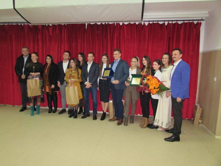 Anđela Dimić sveukupni pobednik prvog takmičenja u besedništvu na Kosovu i Metohiji