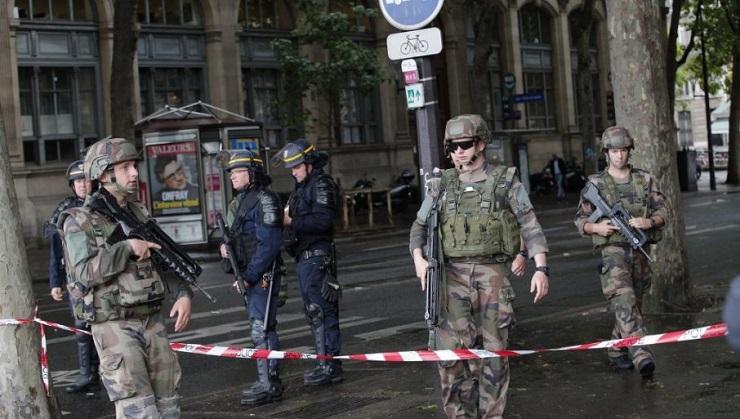 Evakuisano područje oko Trijumfalne kapije zbog pretnje bombom