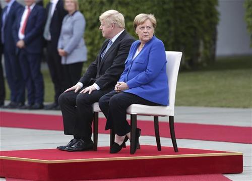 Džonson stigao u Berlin, dočekali ga protesti