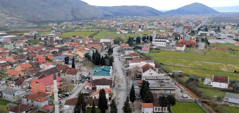 U Tuzima blokiran put, traže da dođu premijer i Abazović