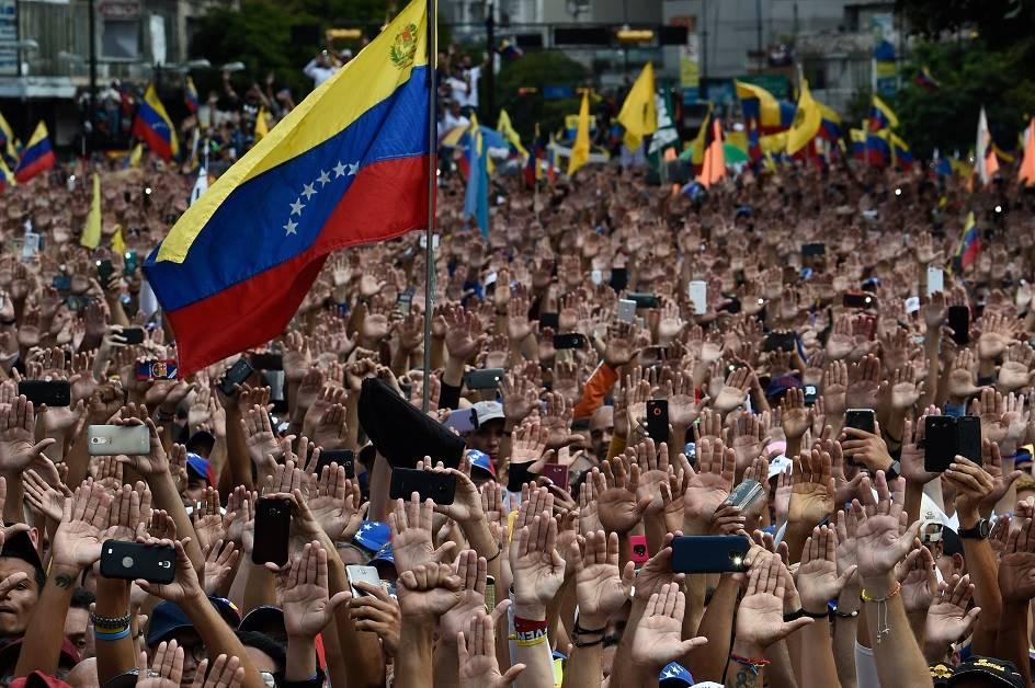 Lavrov: Amerika namerava da naoruža venecuelansku opoziciju
