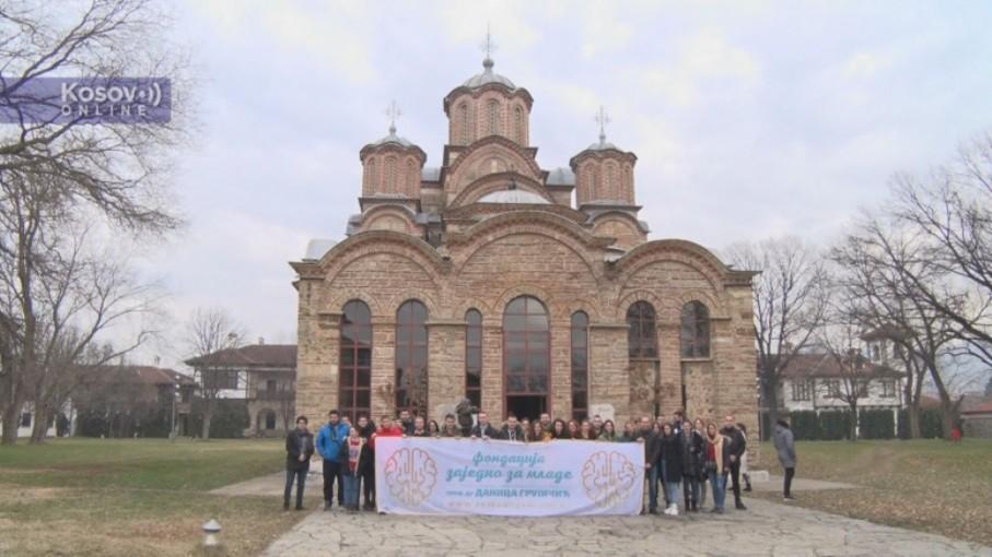 Studenti uručili poklon paketiće štićenicima Doma za decu sa posebnim potrebama u Gračanici