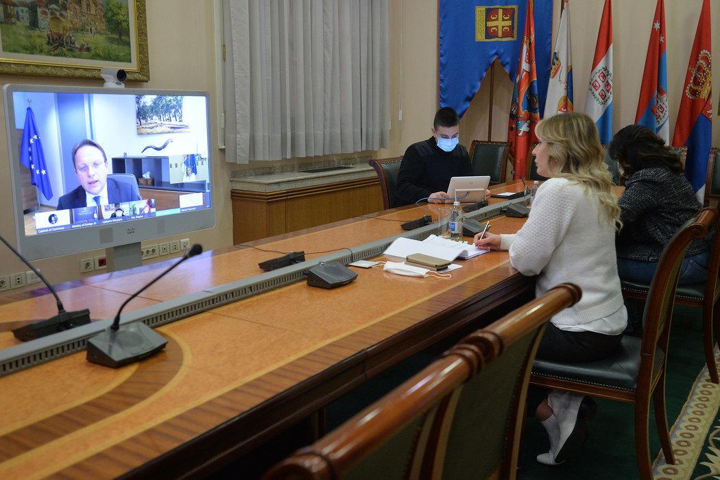 Varhelji: Ubrzati proces pregovaranja o članstvu Srbije u EU