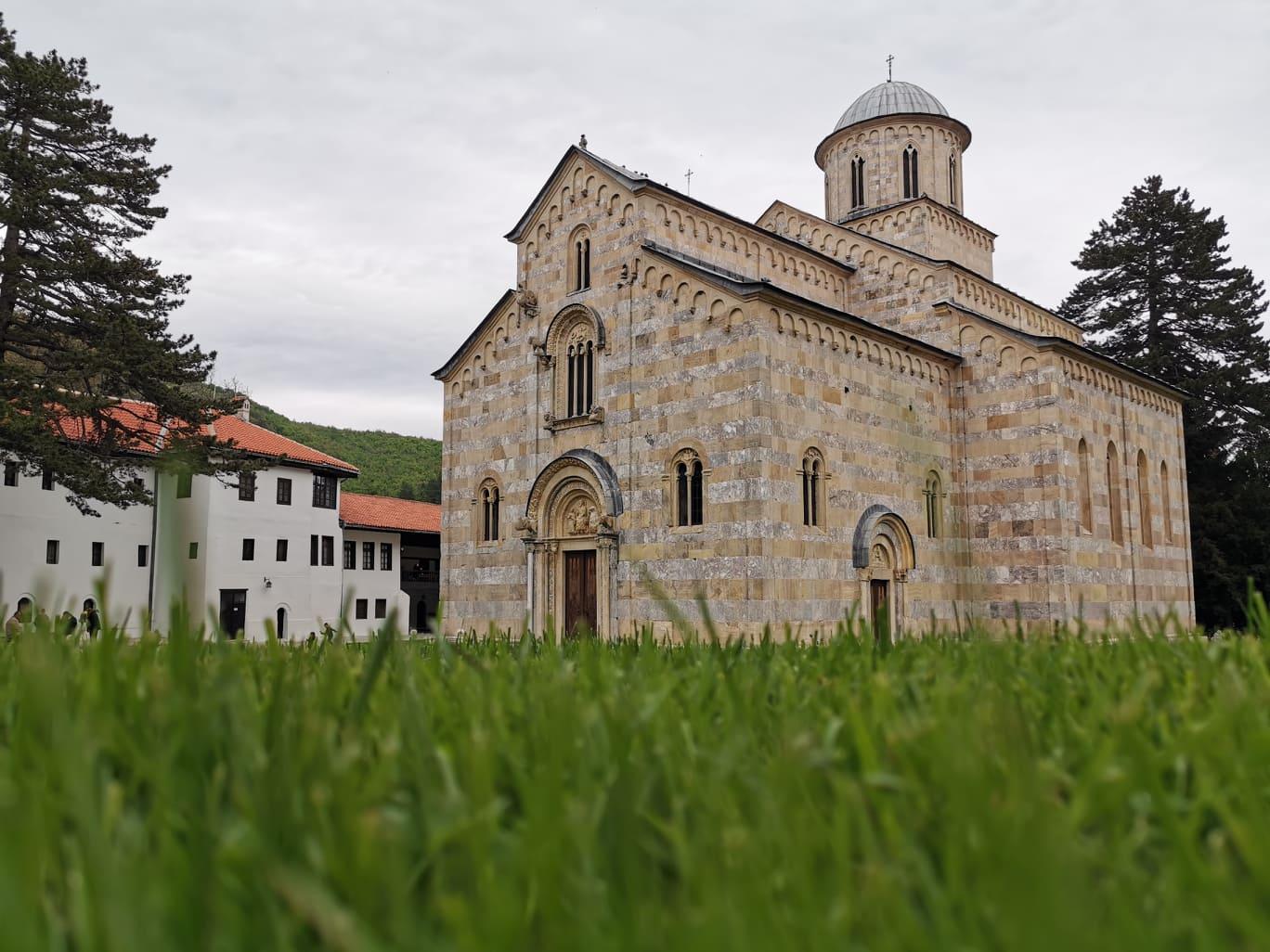 U zaštiti manastira Dečani italijanski vojnici Kfora pomažu kolegama iz Moldavije