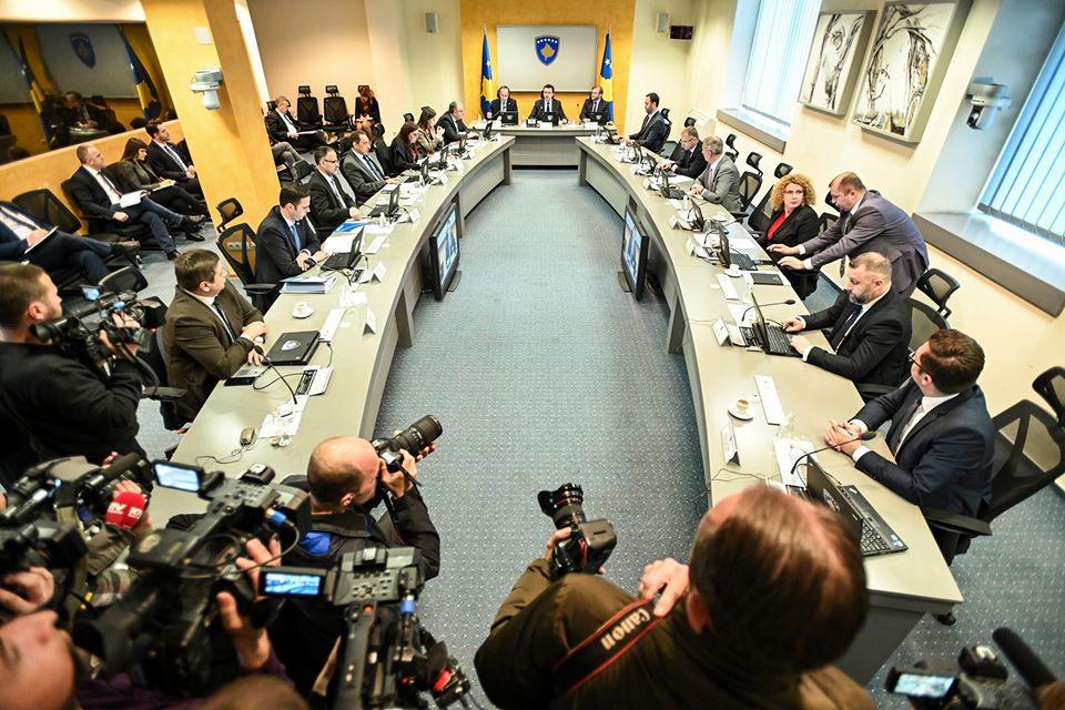 Kurtijeva vlada postavila dve crvene linije u dijalogu Beograda i Prištine