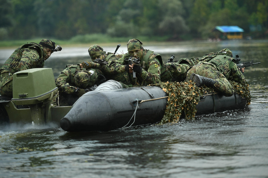 Vulin: Vojska se obučava svakog dana