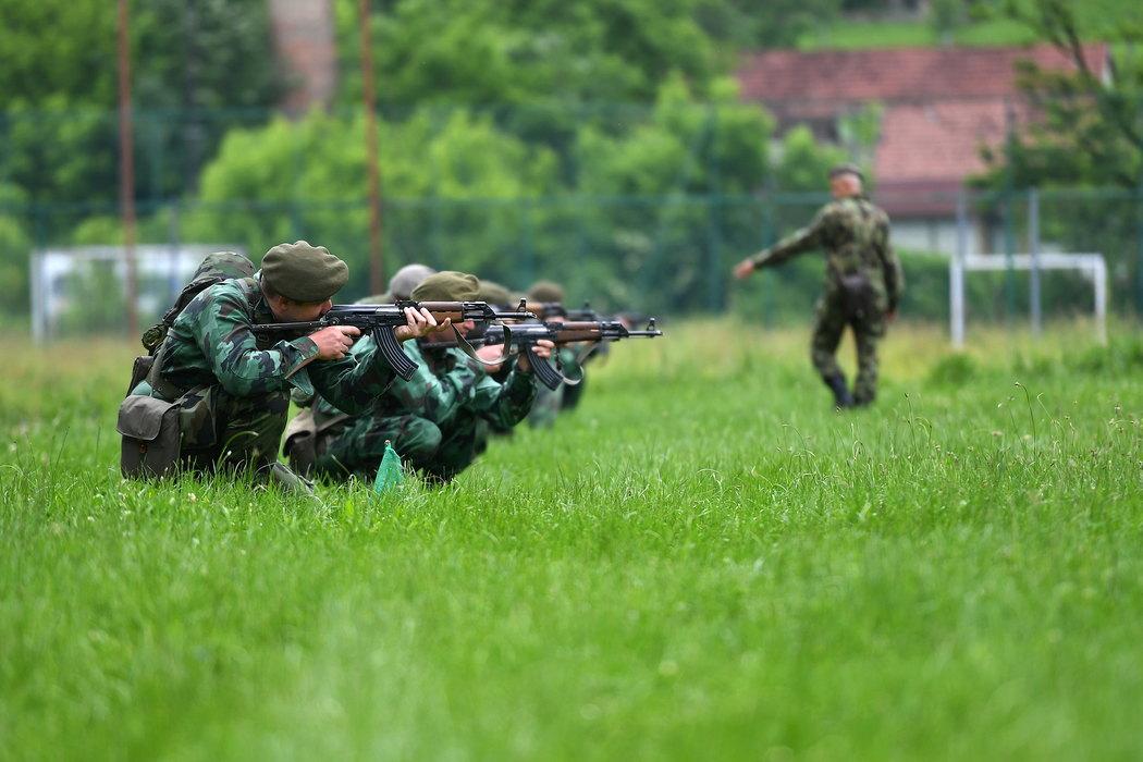 Srbija uvodi obavezan vojni rok od 2020. godine?