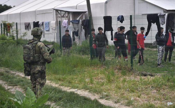 Migranti i građani Šida se navikavaju na prisustvo Vojske