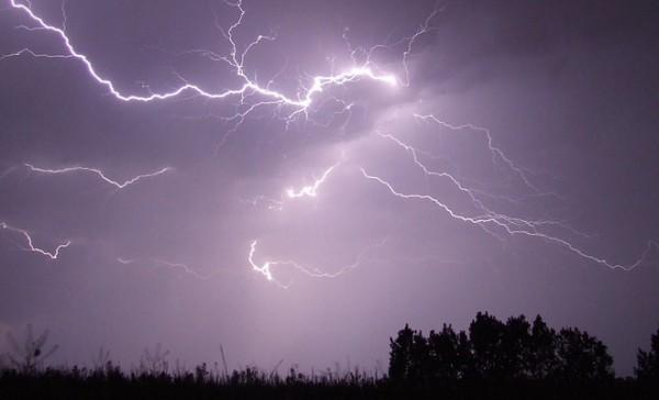 RHMZ: Oblačno, mestimično s kišom i grmljavinom