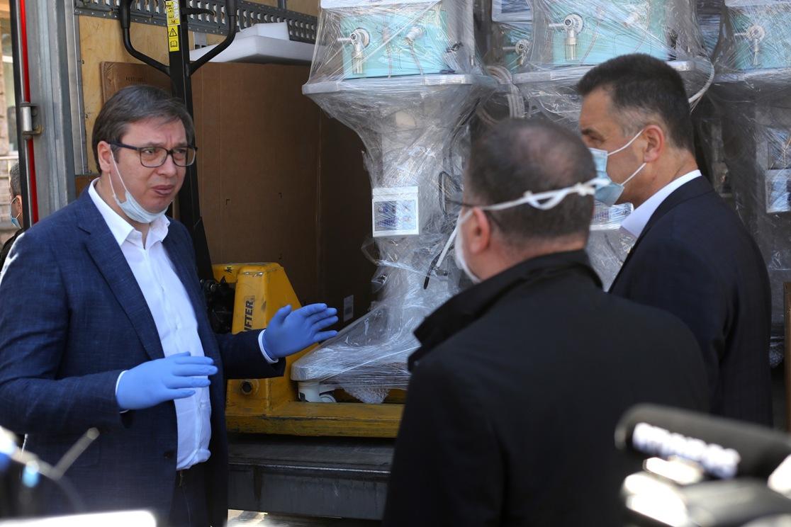Vučić uručio respiratore za bolnicu u Novom Pazaru