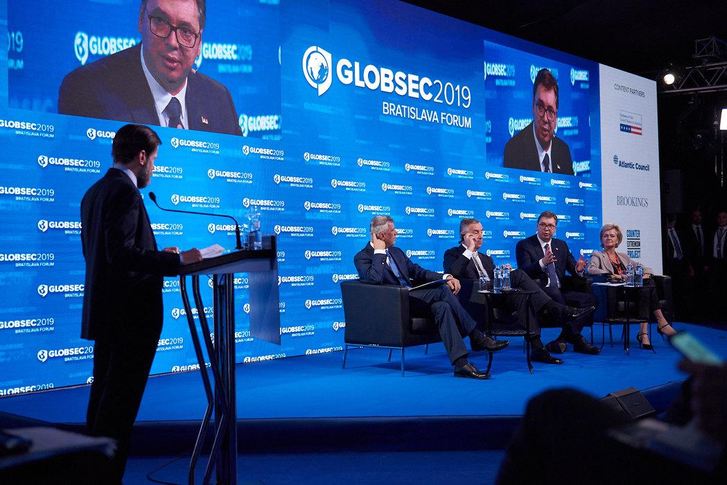 Vučić: Samo kompromisom do rešenja kosovskog pitanja