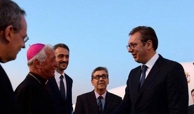 Vučić stigao u posetu Vatikanu