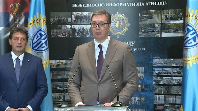 Vučić: Uzdržite se i ne podržavajte neodgovorne poteze Prištine