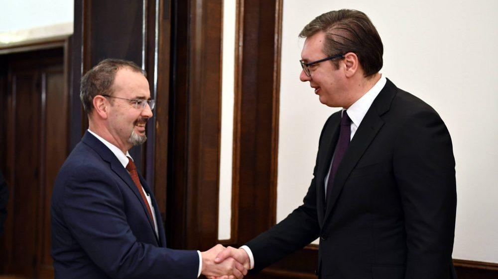 Vučić zahvalio ambasadoru Godfriju i SAD na pomoći Srbiji