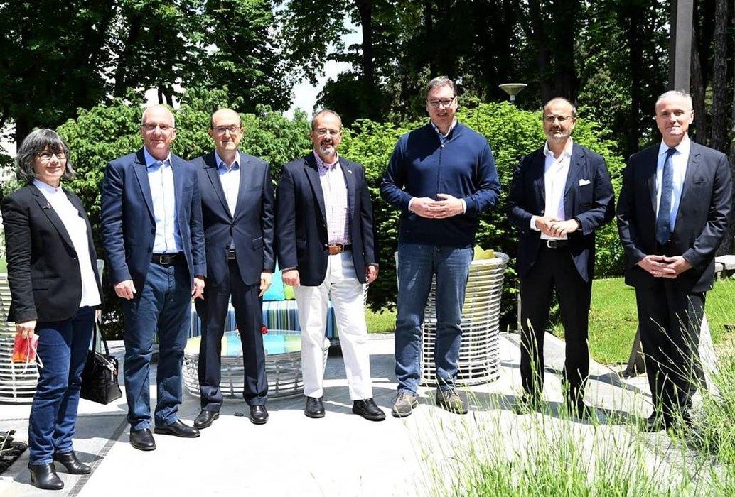 Vučić sa ambasadorima o dijalogu i regionu
