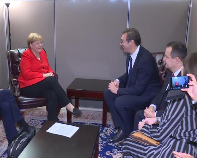 Vučić sa Merkel o Kosovu i Metohiji