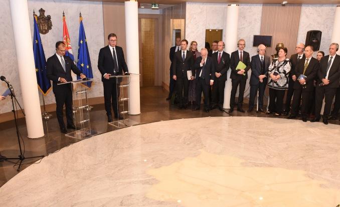 Vučić sa Fabricijem i ambasadorima EU: Ako je moguće postići dogovor sa Prištinom, ja sam za