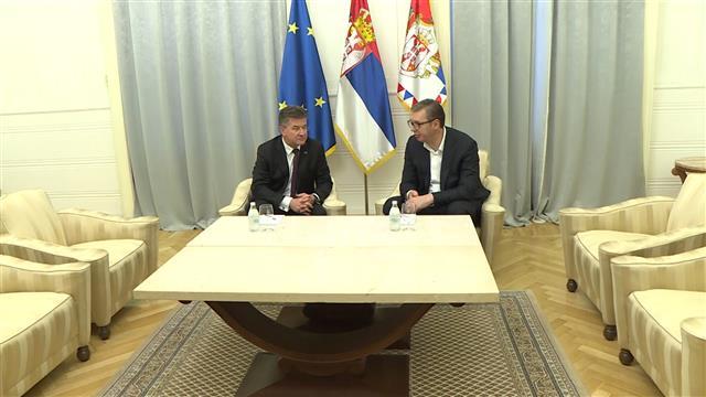 Vučić sa Lajčakom o teškoj krizi na KiM, u 18 časova se obraća javnosti