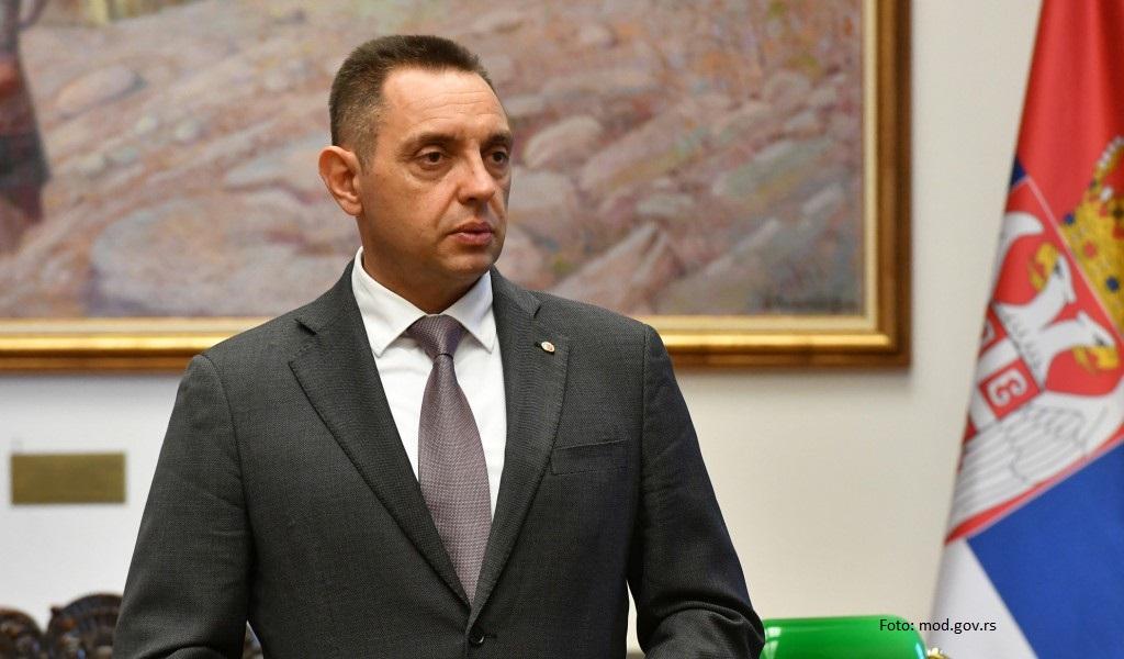 Ministar Vulin: Što se ministarka Šekerinska ne slika ispod kukastog krsta?