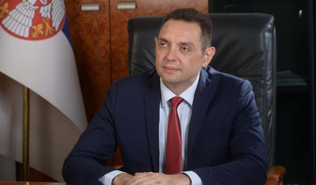 Vulin: Đilas da ne gazi po radu onih koji Srbiju i njega čuvaju