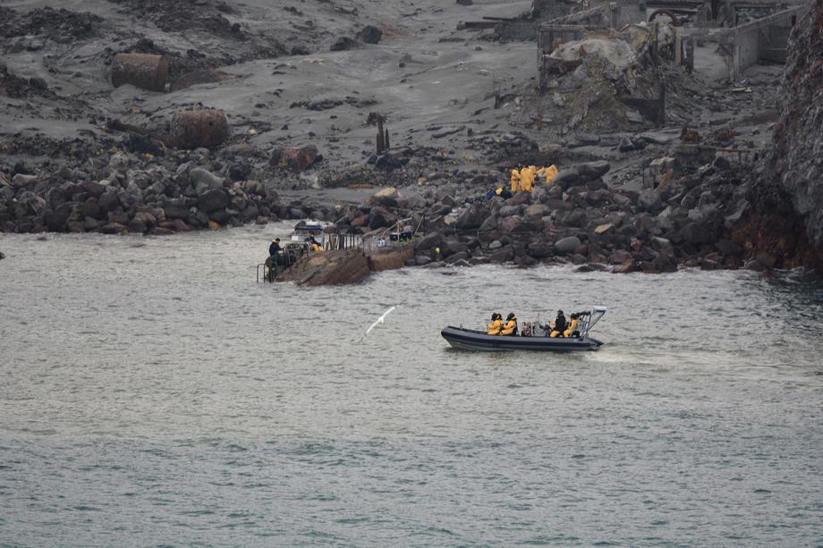 Izvučeno šest tela sa vulkanskog Belog ostrva