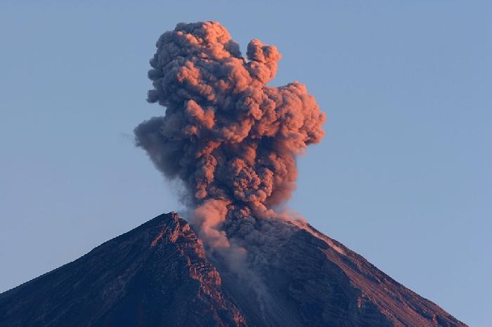 Indonezija podigla nivo upozorenja na erupciju, proširena zona zabrane