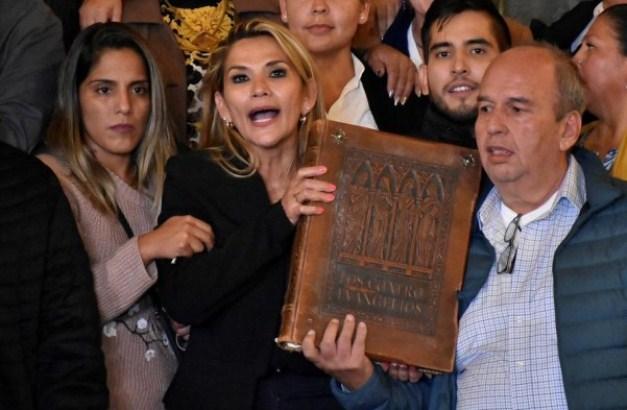 Bolivijska senatorka proglasila sebe predsednicom