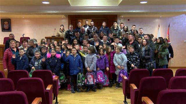 Vredni pokloni i besplatno zimovanje za decu iz Goraždevca