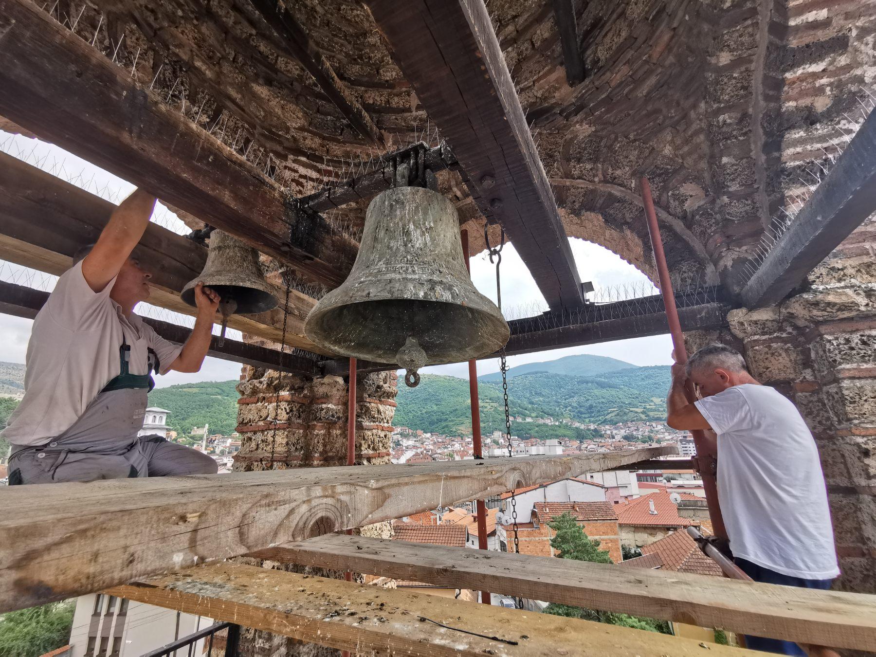 Pravoslavna zvona odjekuju Prizrenom: Obnovljen zvonik Bogorodice Ljeviške